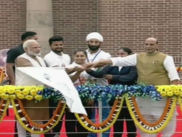 Sardar Patel's birth anniversary: Modi flags off 'Run for Unity' at Major Dhyan Chand Stadium
