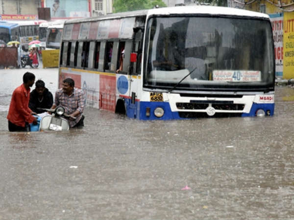 Heavy Rainfall In Hyderabad 3 Dead Schools And Colleges Remain Closed