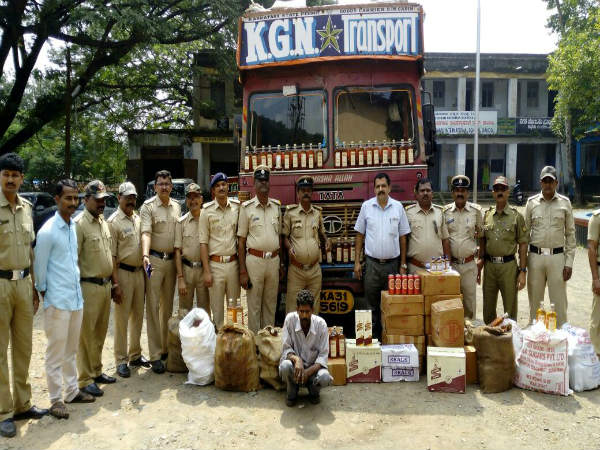 Worth 1 15 Lakh Goa Liquor Seized In Karwar
