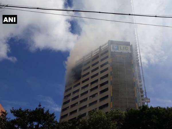 Kolkata: Massive Fire breaks out at LIC building on Jawahar Lal Nehru road