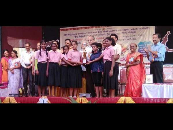 Moodbidre Alvas High School Students Bags Overall Prize In Yoga