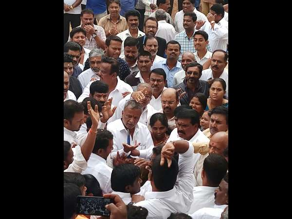 The Congress And The Jds Activists Clash In Mysuru