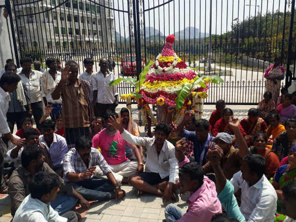 Villagers protest with dead body for cemetery in-front of DC office in Ramanagara