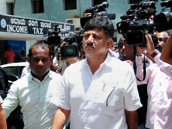 Karnataka Minister Dk Shivkumar Appears Before It Officials