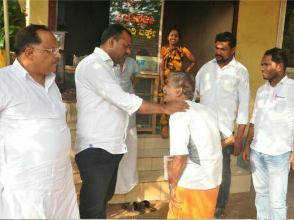 Minister UT Khader helped to elderly couples to get ration card