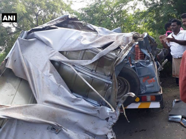 3 people dead and 6 injured in collision between a jeep and a tanker near Kalaburagi
