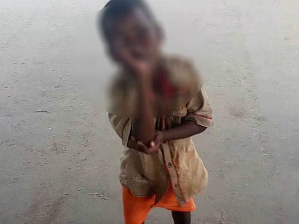 7 year old child in Patna begs to clear his mother's medical bills!