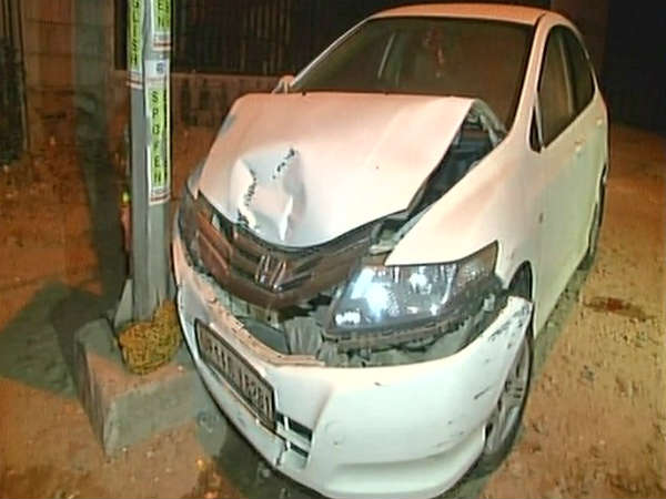 Speeding Car Rams Into Couple Kills Pregnant Wife In Noida