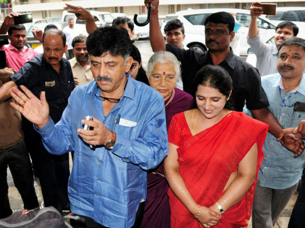 DK Shivakumar and family appear before IT Department for interrogation