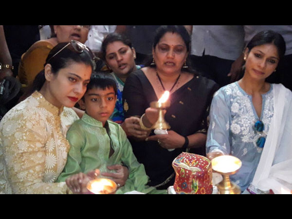 Bollywood Actress Kajol Family Visit Hubblli Siddaroodha Mutt Offered Special Pooja