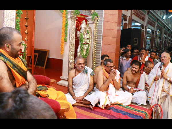 Devotees has given warm welcome to Kashi Math Seer in Mangaluru on Sat 11