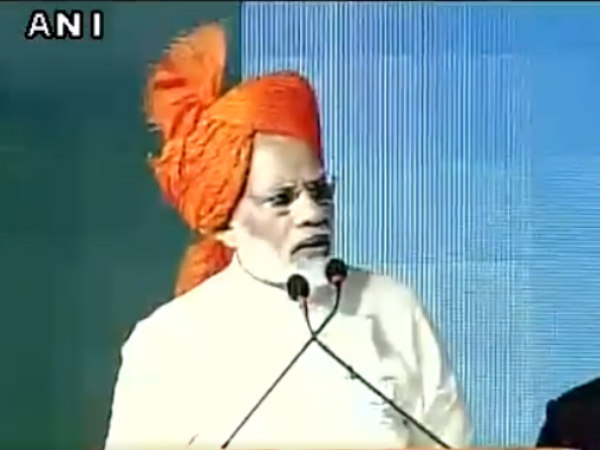 PM Modi pauses speech for Azaan in Gujarat