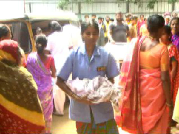A woman in Mysuru delivers a baby in an auto