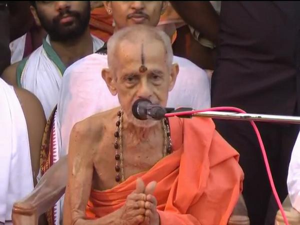 Udupi Paryaya Pejawar Seer Crossed The Regulations Of Sri Krishna Mutt