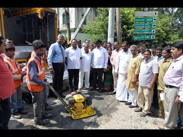 Mcc Gets Potholes Filling Machine From Pune