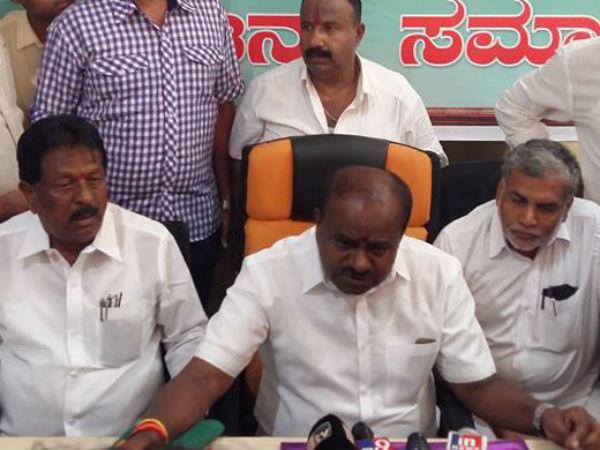 'ಎರಡೂ ರಾಷ್ಟ್ರೀಯ ಪಕ್ಷಗಳು ರೈತರಿಗೆ ಟೋಪಿ ಹಾಕುತ್ತಿವೆ'