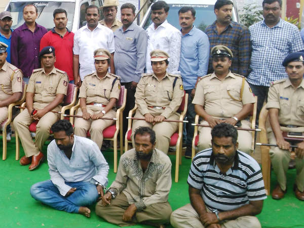 Mandya police have arrested ten persons, 6 men and 4 women in charges of dacoity