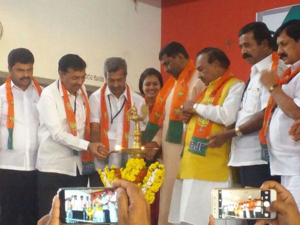 Modi Wave Will Bring Bjp To Power In Karnataka In 2018 Says Muralidhar Rao