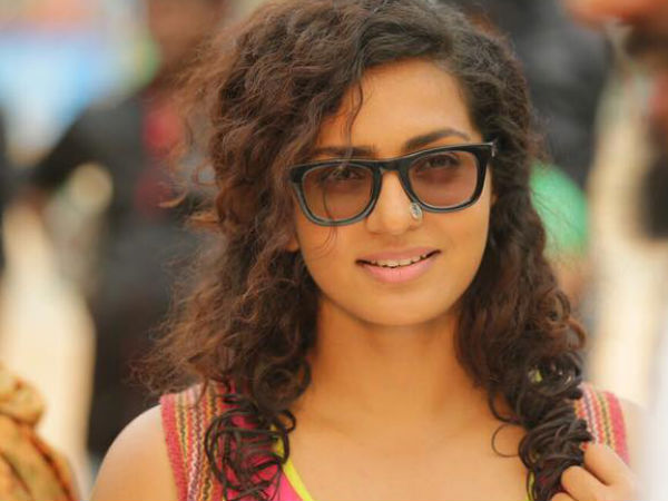 One held after actress Parvathy cyber bullied
