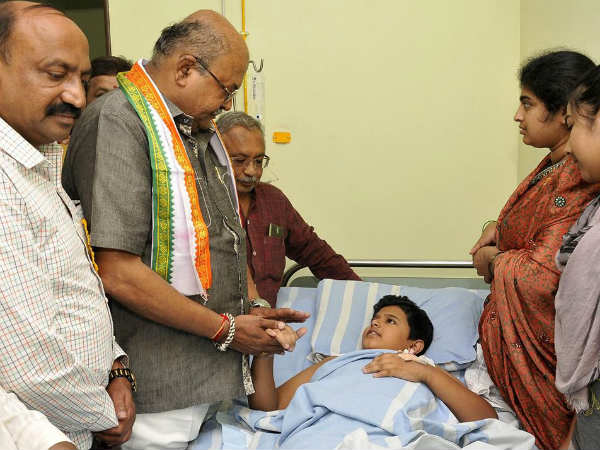 HM Revanna distributes medical expenses to student