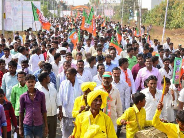 Clash Between Bjp Leaders In Parivartana Rally In Aurad