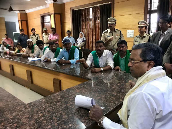 CM meeting with farmers who demanding for sugar cane bill payment