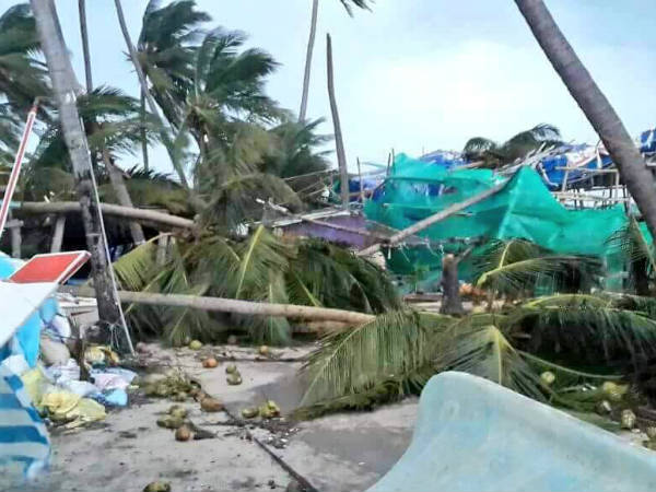 Ockhi Cyclone Creates Havoc In Lakshadweep Also Here Are Viral Videos On Social Media