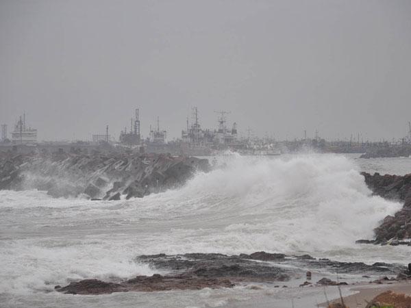 Schools Shut In Mumbai Parts Of Maharashtra As Cyclone Ockhi Nears