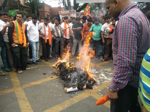 BJP Yuva Morcha protest against MP arrest