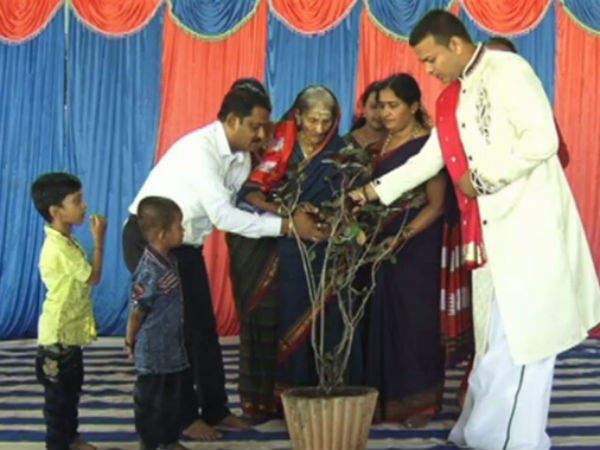 Family celebrates 100th Birthday of elder member their family in Raichur