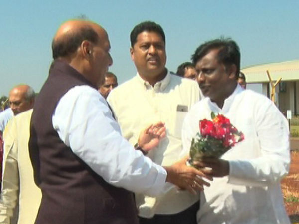 Farmer Shouted For 'Loan Waive Off' In-Front Of Rajnath Singh In Belagavi