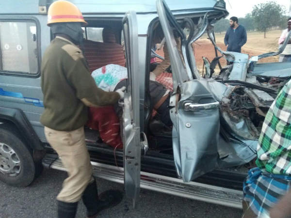 Jeep-Truck collide: claims Five lives