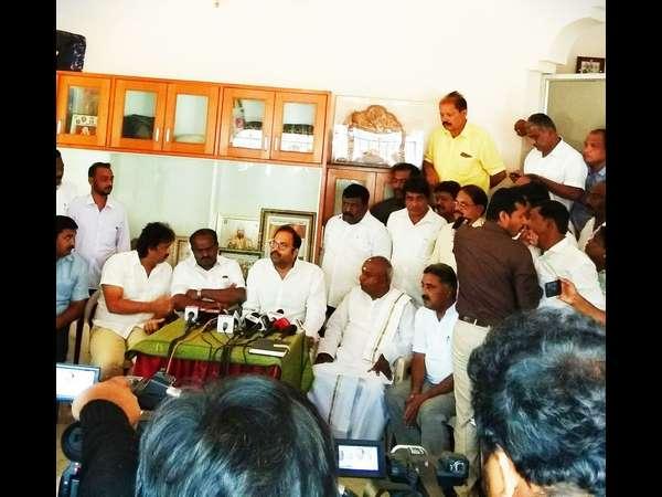Former Minister Anand Asnotikar Joins Jds