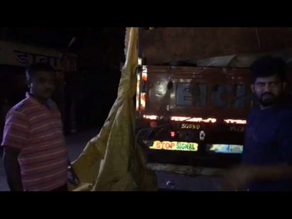 Mp Pratap Simha Stops Illegal Transport Of Animal
