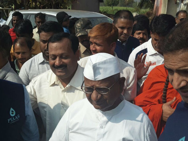 Anna Hazare urges pension for farmers