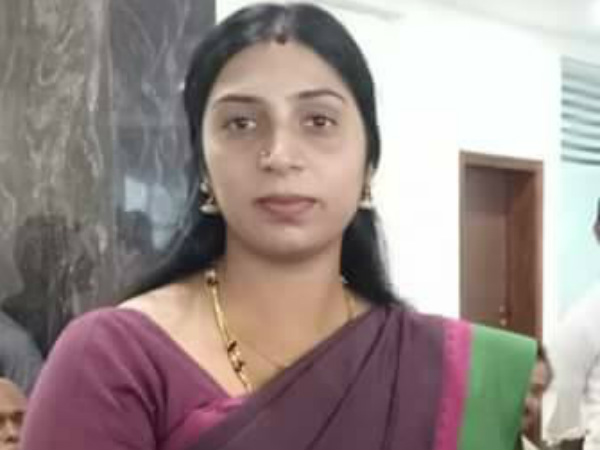 Jds Party Expels Women Wing Chief Arshiya Ali