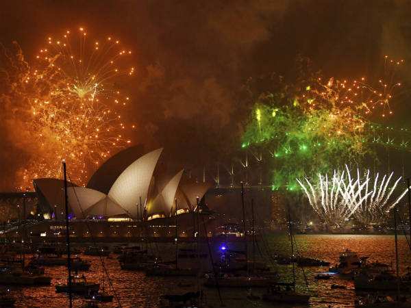 Viral Videos Of Sydneys New Year Eve A Spectaculous View In The World