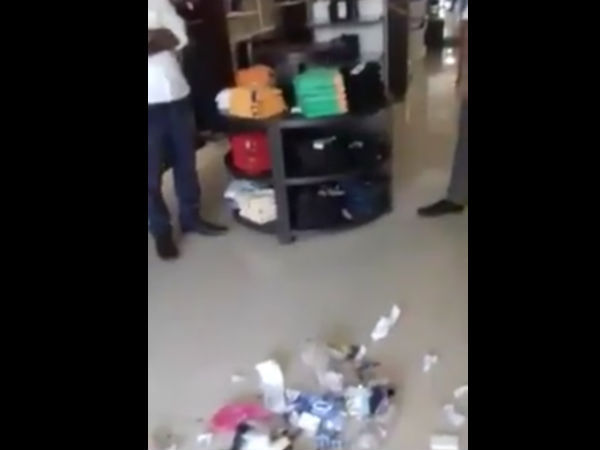 Young man puts textile showroom of Mangaluru in shame for disrespecting Swachh Bharat