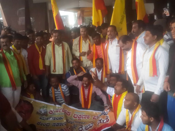 Hubballi Pro Kannada Organisations Shows Outrage Against Chai Wala Prime Minister