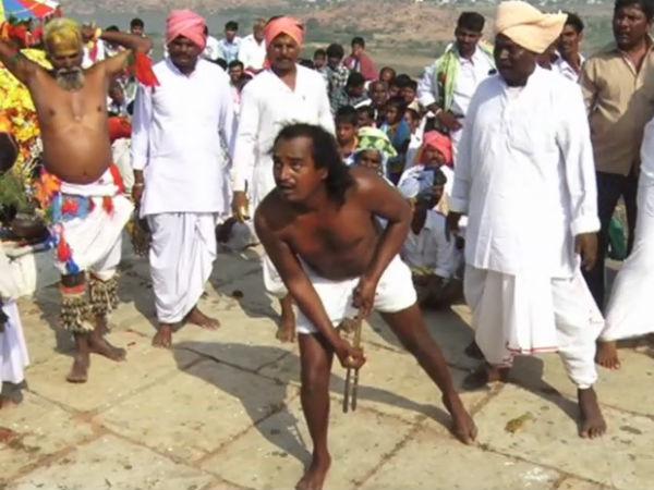 ರಾಯಚೂರು: ಪೂಜಾರಿಗಳು ದೇಹ ದಂಡಿಸಿ ಭಕ್ತಿ ಮೆರೆವ ವಿಶೇಷ ಜಾತ್ರೆ!
