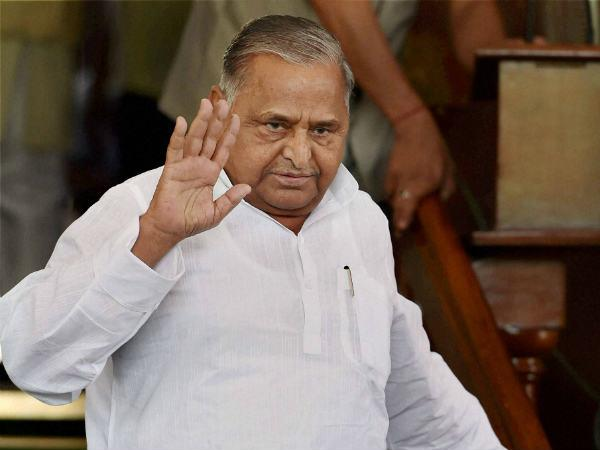 Ls Mulayam Pulls Up Centre Over National Security Issue