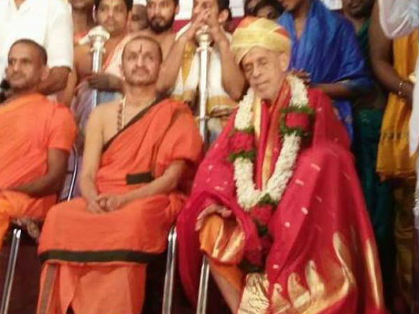 Udupi Paryaya Pejawar Seer Felicitated With Yathikula Chakravarthy