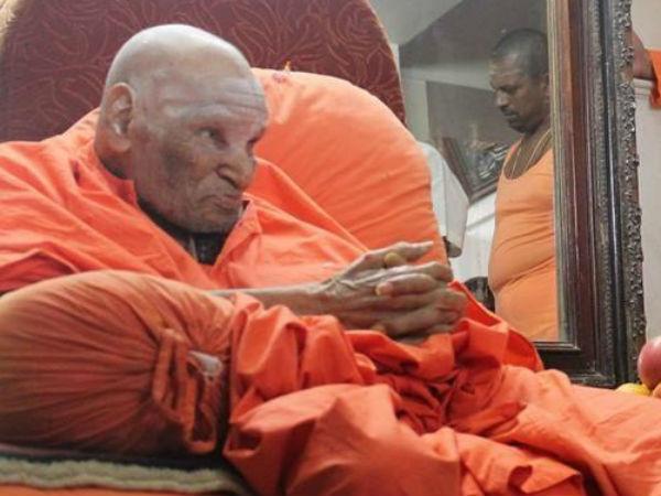 Shivakumar Swamiji Meeting Devotees