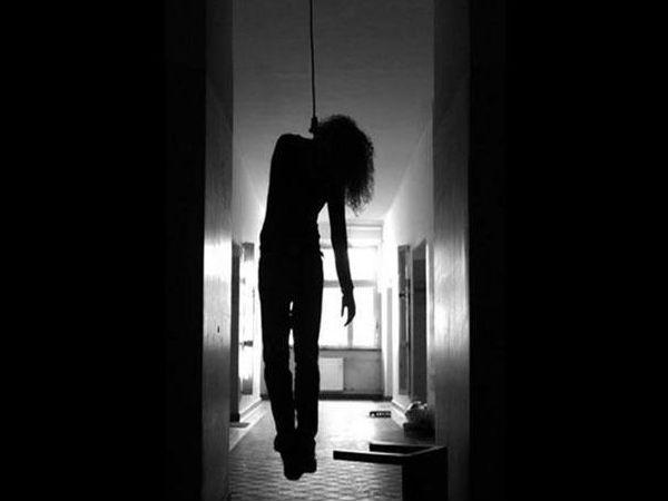 Woman Suicide In Vijayapura District Hospital