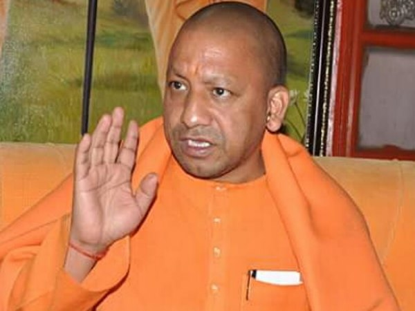 Farmers Poured potatoes in front of CM Yogi Adityanath