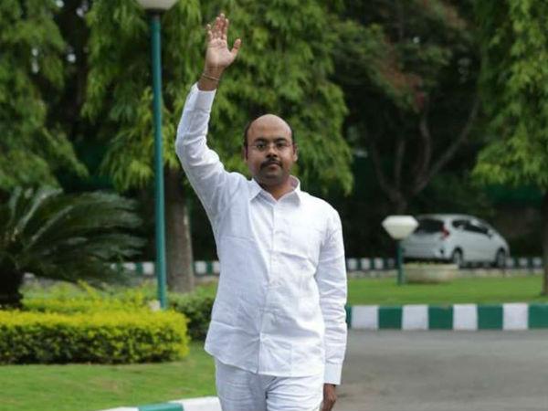 Yathindra Siddaramaiah Chelas Thrents Landowner