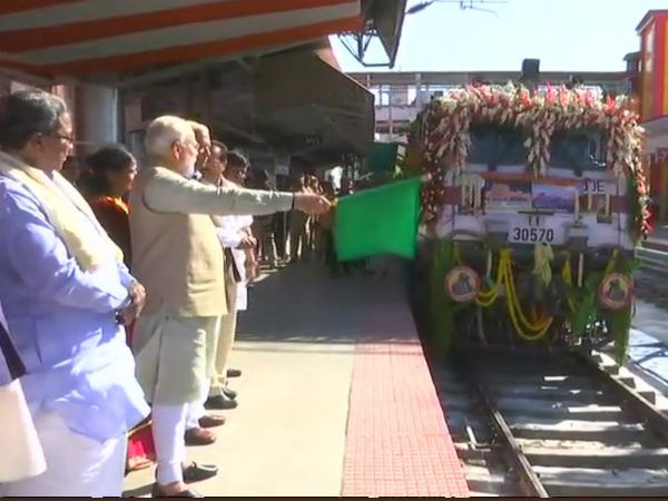 Pm Narendra Modi Launches Humsafar Express Train In Mysuru