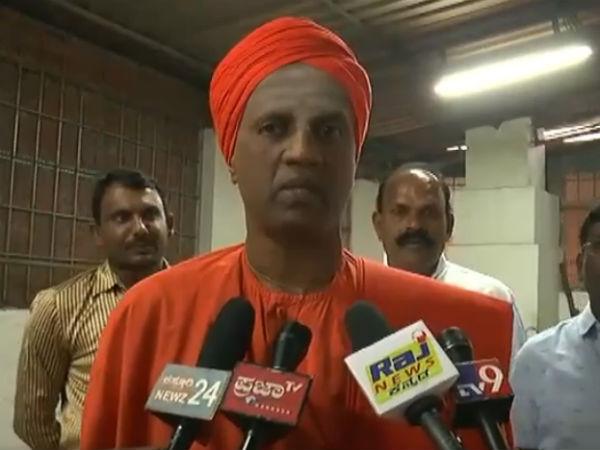 Kiriya Siddaganga Swamiji Opposes Acquisition Of Mutts By Govt