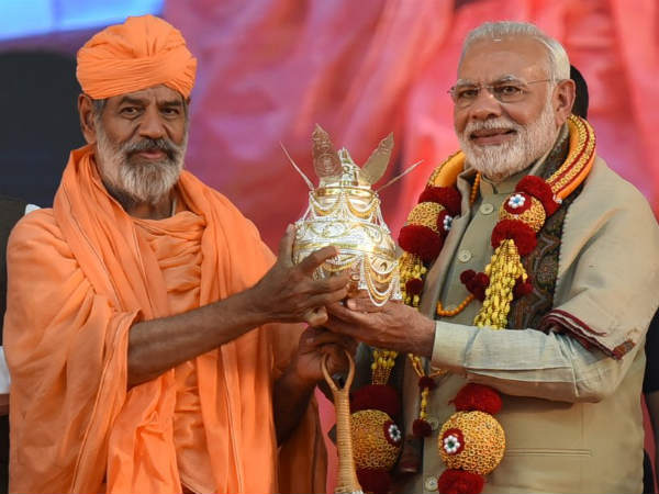 Pm Narendra Modi Visits Bahubali Mahamastakabhisheka