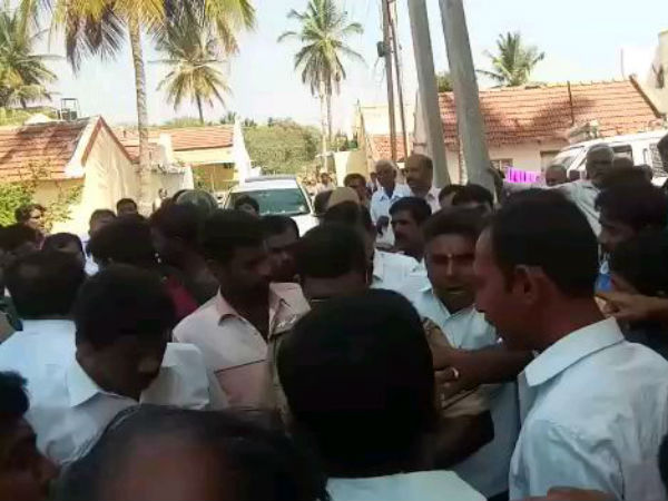Clash Between Jds Congress Party Workers In Mysuru